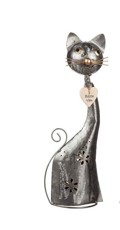 Katt i hamrad plåt ca 38 cm hög med trähjärta runt halsen med texten Bästa Vän från Different Design