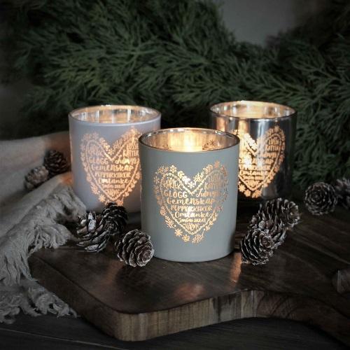Jullykta i silverfinish med text glögg, lussekatter, gemenskap, pepparkakor, omtanke, skratt och värme från Majas Lyktor