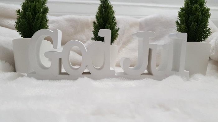 Julpynta hemmet med denna vackra handgjorda God Jul skylt. Eller varför inte ha med i julklappsspelet?  Vi har flera handgjorda tavlor från Different Design med olika budskap.