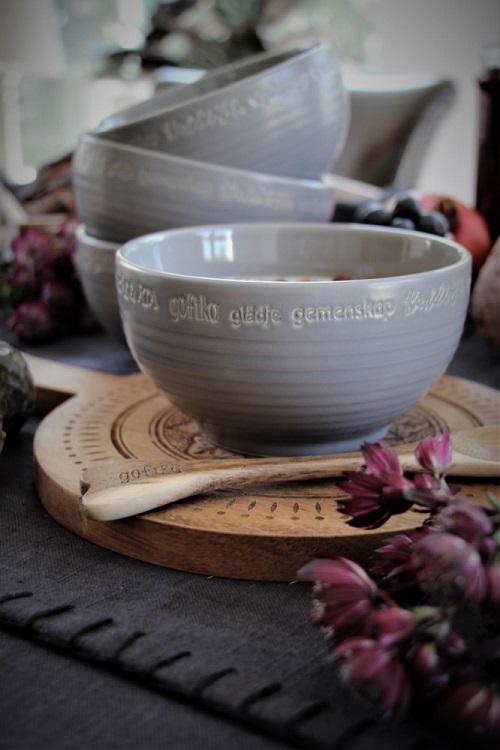Kärlek och fika skål i matt grå stengods från Majas Lyktor