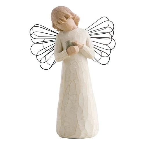 Angel of healing från Willow Tree. En ängel som har en fågel i famnen som hon klappar.
