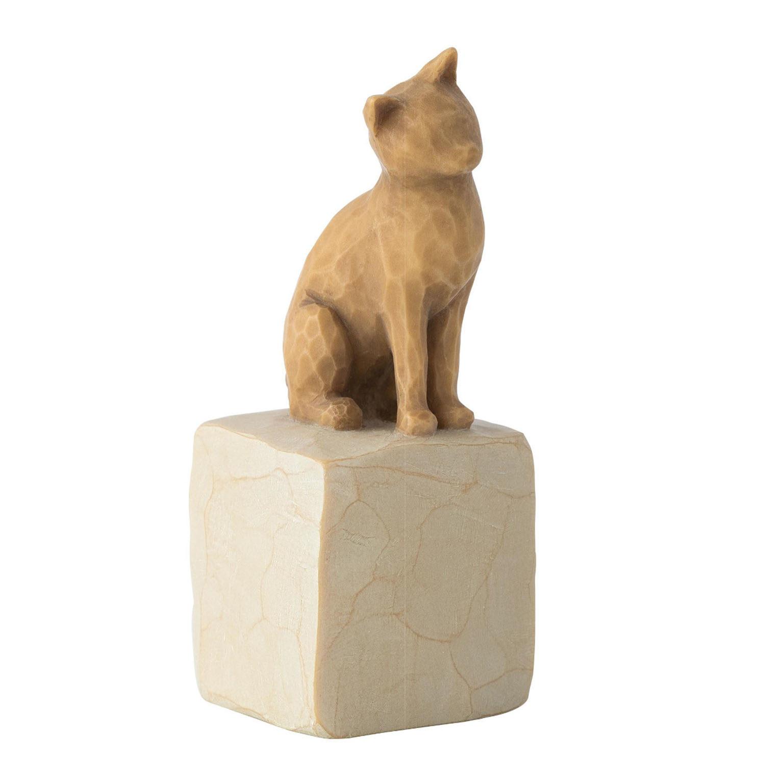 En ljusbrun katt på en sten från willow tree