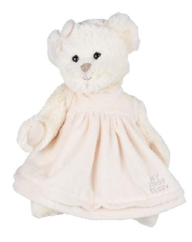 Supermjuk vit nalle i vit klänning där är broderat my first teddy från Bukowski Design