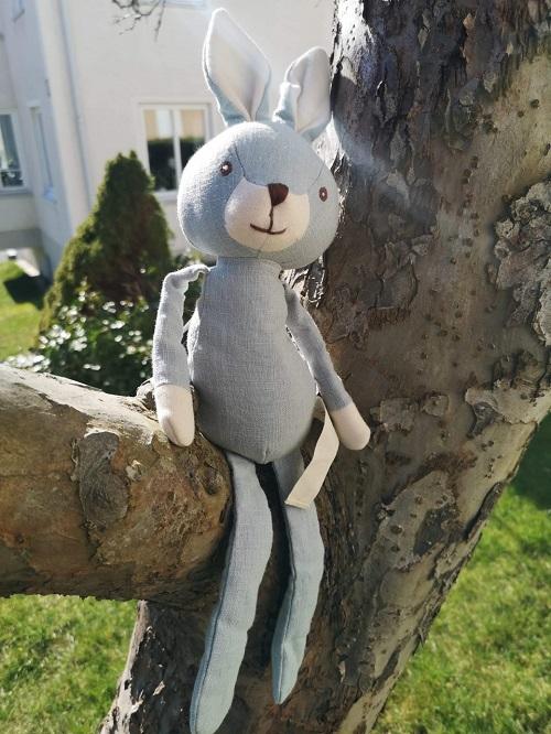 Blå kanin i naturligt linnétyg från Bukowski Design